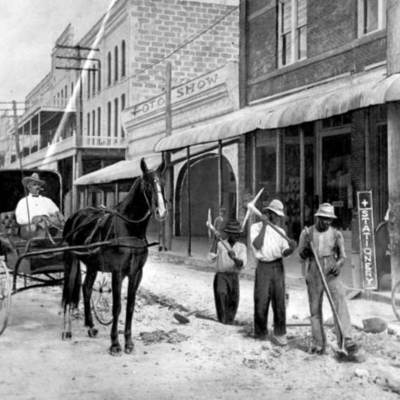 Workers on East Flagler Street between Miami and First Avenues, Miami FL.jpg