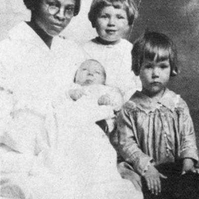 Bessie-Yancey-young_with_kids.jpg